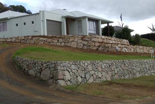 Landscaping Boulders Brisbane : Split face granite retaining wall brisbane precision